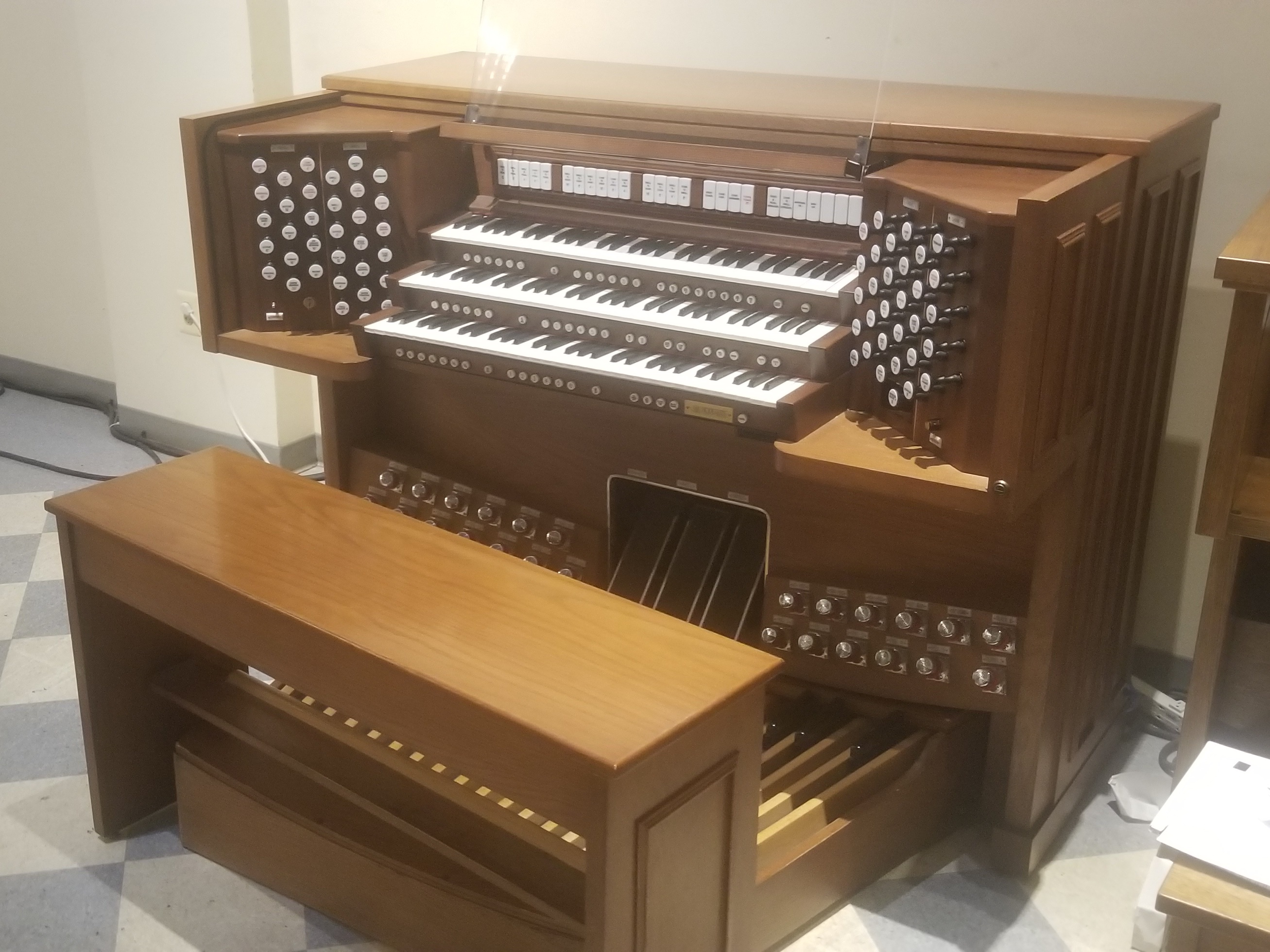 Rodgers 955 – R A  Daffer Church Organs